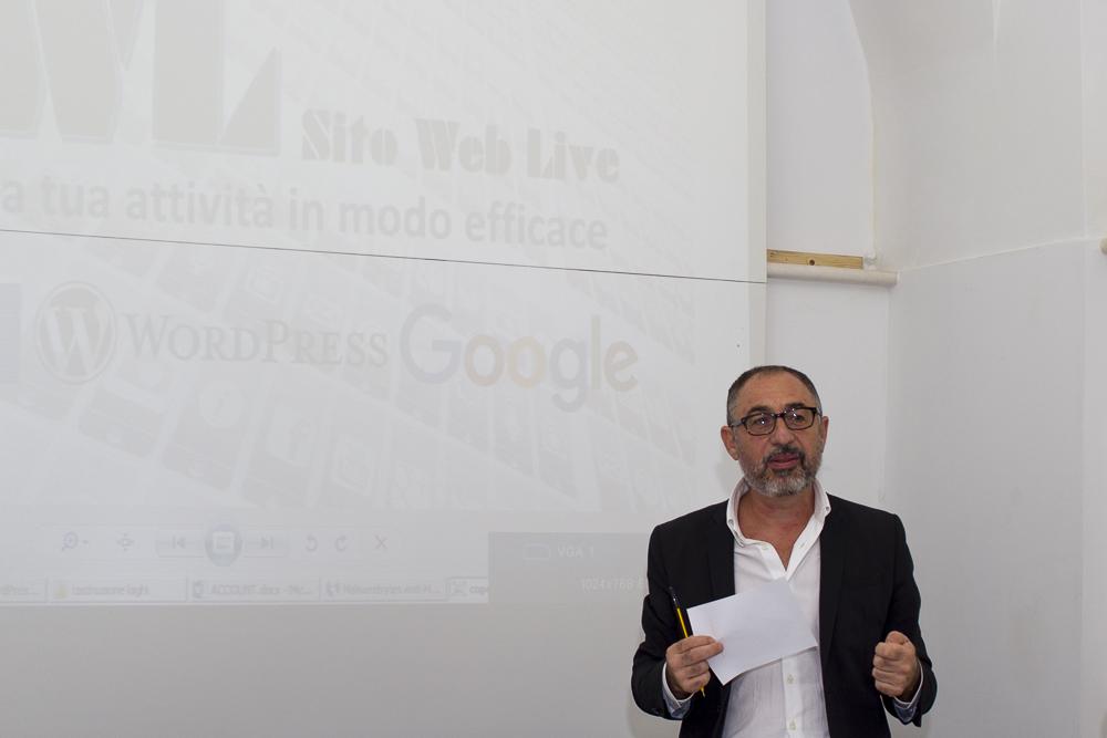 Sito web e strumenti web live 25